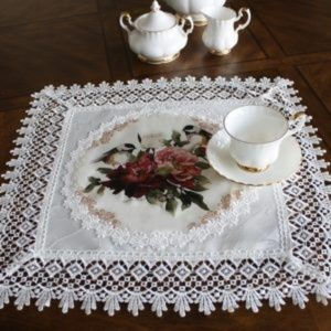 NEW Doily FLORAL BIRDS & LACE Jacquard Table Mat